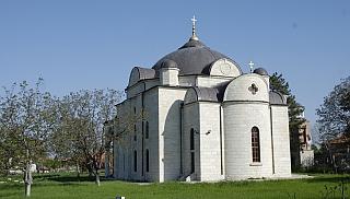 Η εκκλησία της Κοίμησης της Θεοτόκου (η εκκλησία του Ουζουντζόβο)