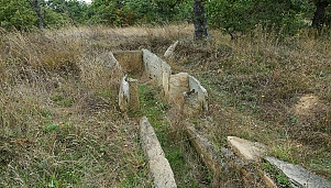 Megalithic tomb (dolmen), village of Plevun